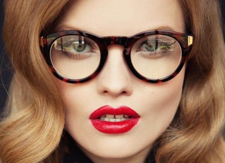 آرایش چشمهای با عینک