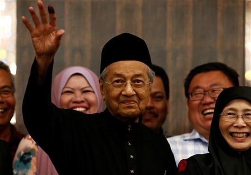 حمایت نخست وزیر مالزی از مواضع جدید عمران خان