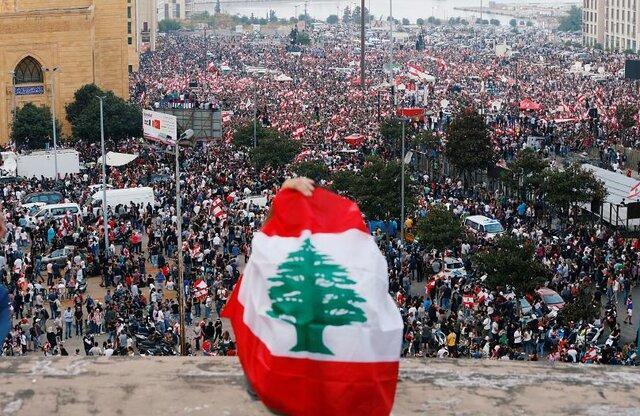 توافق دولت حریری درباره اصلاحات مالی و اصرار تظاهرکنندگان به ماندن در خیابان ها