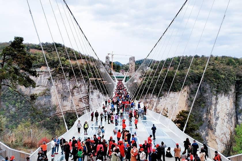استانی در چین، تمام پل های شیشه ای خود را تعطیل می نماید
