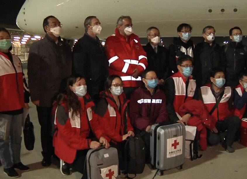 چین با فرستادن پزشک و تجهیزات به یاری ایتالیای کرونا زده می رود