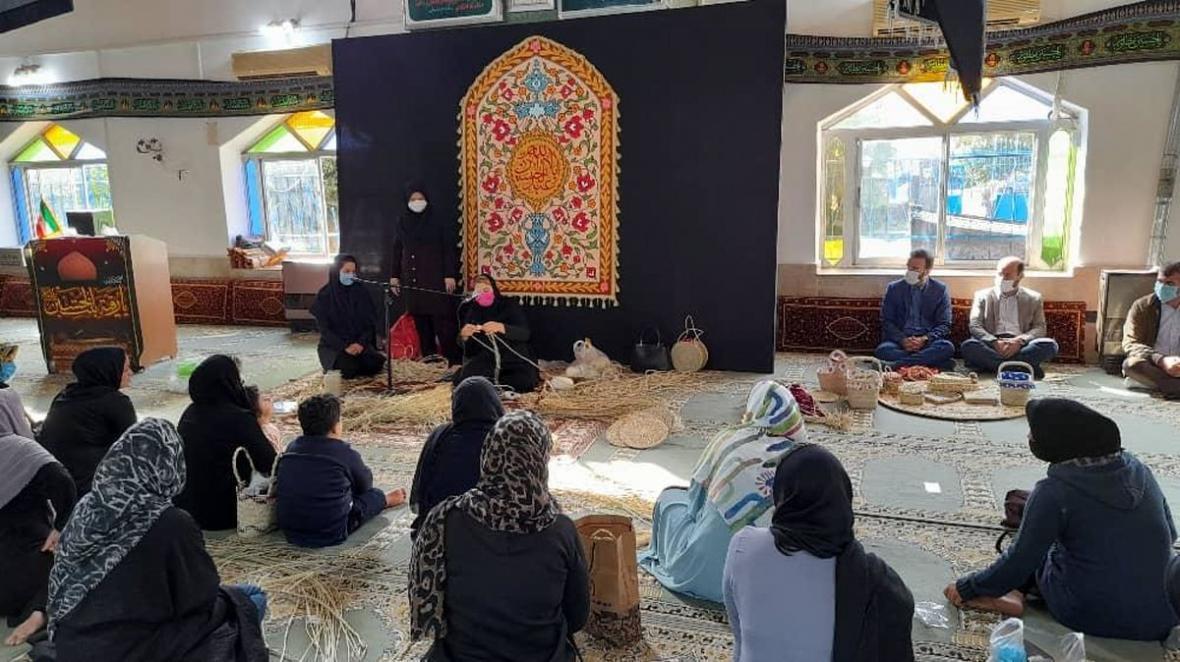 دوره های آموزشی صنایع دستی در منطقه آزاد انزلی برگزار گردید