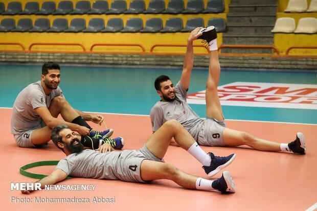 پیشنهاد عضو هیات رئیسه برای انتخاب کادر فنی تیم ملی والیبال ایران