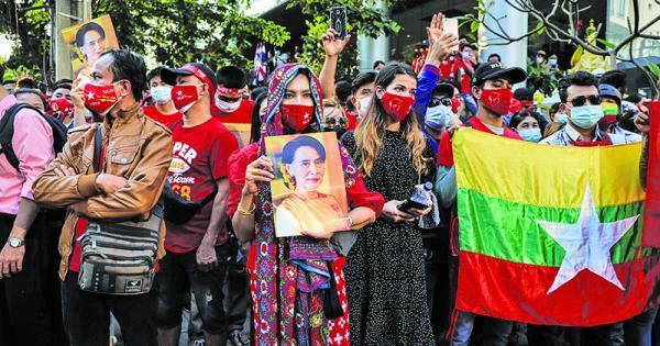 حبس خانگی 400 نماینده مجلس در میانمار