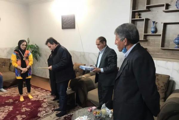 خبرنگاران بانوی ملی پوش کشتی آلیش یزد تجلیل شد