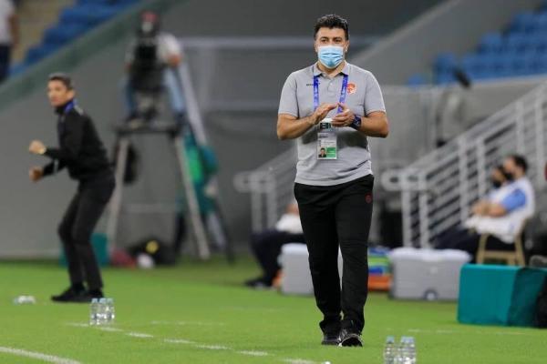 خبرنگاران مربی تیم فوتبال پدیده: اعتراض پرسپولیس به چمن ورزشگاه حاشیه سازی بود
