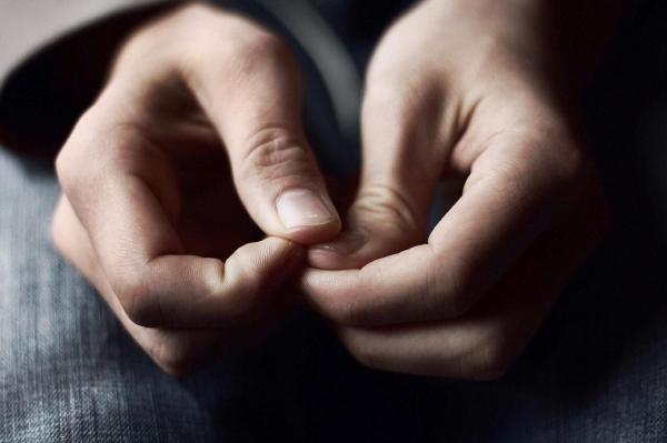 9 اشتباه در سبک زندگی که ما را نگران و مضطرب می کند